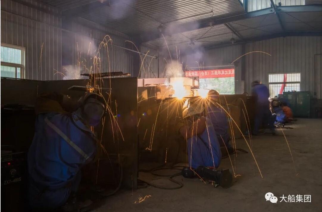 △ 焊接工实际操作比赛