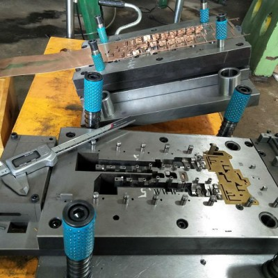 【文祥】供应LH-170五金冲压连续模具   开关插座铜件